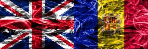 Het Verenigd Koninkrijk versus zij aan zij geplaatste de rookvlaggen van Andorra Dik gekleurde zijdeachtige rookvlaggen van Groot stock illustratie