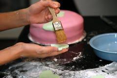 Het Verfraaien van de cake Royalty-vrije Stock Fotografie