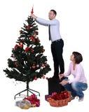 Het verfraaien van de Kerstboom Stock Afbeelding