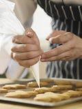 Het verfraaien van de mens van het gemberbrood Stock Foto's