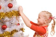 Het verfraaien van Kerstboom stock afbeelding