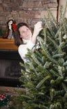 Het verfraaien van Kerstboom Stock Afbeeldingen