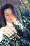 Het verfraaien van Kerstboom Royalty-vrije Stock Afbeelding