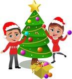 Het verfraaien van Kerstboom Royalty-vrije Stock Afbeeldingen