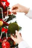 Het verfraaien van Kerstmisboom Royalty-vrije Stock Fotografie