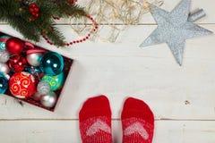 Het verfraaien van Kerstmisboom Royalty-vrije Stock Afbeeldingen