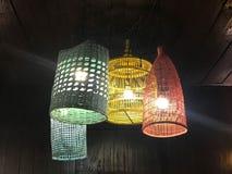 Het verfraaien van lampen van de plafond de hangende lantaarn in geschilderde houten en B Royalty-vrije Stock Foto's