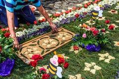 Het verfraaien van pijnboomnaald Geleend tapijt, Antigua, Guatemala Stock Afbeelding