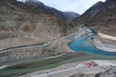 Het vergaderingspunt van de Rivieren van Zanskar en Indus- Royalty-vrije Stock Foto