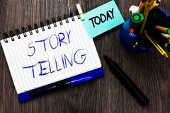 Het Verhaal van de handschrifttekst het Vertellen Concept die sociale en culturele Activiteit met Theatraal Gebaren Open notitieb stock afbeeldingen