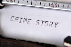 Het Verhaal van de misdaad met Oude Schrijfmachine wordt getypt die royalty-vrije stock afbeelding