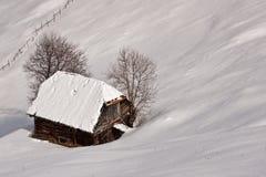 Het verhaal van de winter met blokhuis royalty-vrije stock foto's