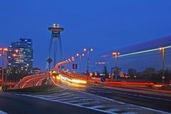 Het verkeer van Bratislava bij schemer Stock Foto's