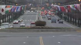 Het verkeer van de centrumstad Spitsuur bij ochtend Geschoten op Canon 5D Mark II met Eerste l-Lenzen stock video