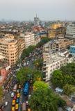 Het verkeer van de Kolkatastad op de overvolle straat in Bengalen van de binnenstad, West-, India royalty-vrije stock fotografie