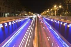 Het verkeer van de nacht in Brussel stock afbeelding