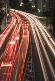 Het verkeer van de nacht in de stad royalty-vrije stock afbeeldingen
