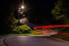 Het verkeer van de nacht in een stad Stock Foto's