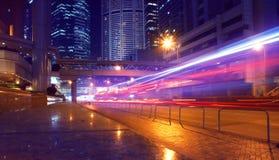 Het verkeer van de nacht in Hongkong Stock Afbeeldingen