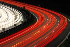 Het verkeer van de nacht op autobahn Stock Afbeeldingen