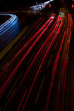 Het verkeer van de stad bij nacht stock foto's