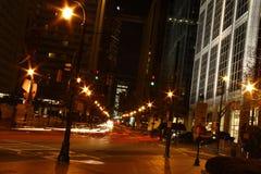 Het Verkeer van de stad bij Nacht royalty-vrije stock foto's