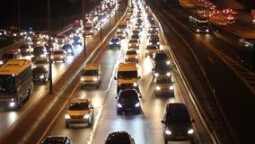 Het verkeer van de de stadsauto van Istanboel bij nacht stock footage
