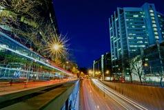 Het verkeer van de stadsnacht Stock Foto