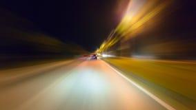 Het verkeer van de time lapsenacht met futuristische van het motieonduidelijk beeld & gezoem gevolgen stock footage