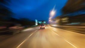 Het verkeer van de time lapsenacht met futuristische van het motieonduidelijk beeld & gezoem gevolgen stock videobeelden
