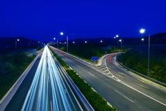 Het verkeer van de weg bij nacht Royalty-vrije Stock Afbeelding