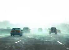 Het verkeer van de winter tijdens een sneeuwonweer Stock Foto