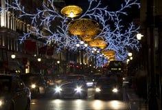 Het verkeer van Londen bij Kerstmis Stock Foto