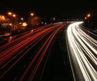 Het verkeersmotie van de nacht blurr Stock Afbeelding