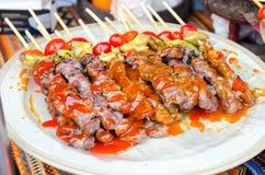 Het verkopen het weekendmarkt van barbecuejatujak, Bangkok Thailand Royalty-vrije Stock Afbeeldingen