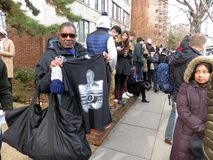Het verkopen van een T-shirt bij de Begrafenis van de President van de Verenigde Staten royalty-vrije stock afbeelding