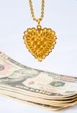 Het verkopen van gouden jewelery voor contant geld. stock afbeelding