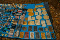 Het verkopen van traditionele Mexicaanse Herinneringen aan toeristen op de markt De domino's, bas-hulp, leidt het Roken, schedels Royalty-vrije Stock Foto