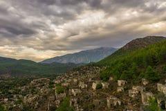 Het verlaten Lycian-dorp van Kayakoy, Fethiye, Mugla, Turkije Spookstad Kayaköy, die in vroeger tijden als Lebessos en Lebessus  stock foto's