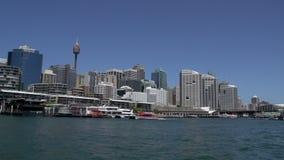 Het verlaten van Darling Harbour op een veerboot stock video
