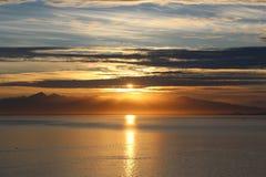 Het verlaten van de avondzon bij zonsondergang stock afbeelding