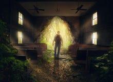 Het verlaten van de lege kerk Stock Fotografie