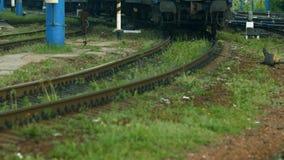 Het verlaten van de trein stock footage
