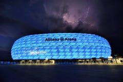 Het verlichten boven Allianz-Arena Stock Afbeelding