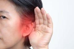 Het verlies van het gehoor van de oudstenvrouw, Hard van hoorzitting royalty-vrije stock foto's