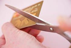 Het verminderen van schuld: omhoog het snijden van creditcard. Royalty-vrije Stock Afbeeldingen