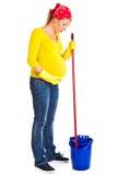 Het vermoeide zwangere vrouw schoonmaken royalty-vrije stock afbeeldingen