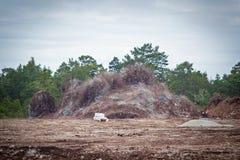 Het vernietigen van kalksteen in een quarry.GN stock fotografie
