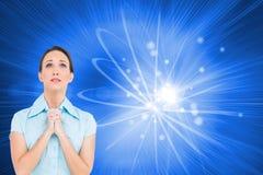 Het verontruste jonge onderneemster bidden Stock Afbeeldingen
