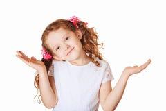 Het verraste meisje uitspreiden overhandigt witte achtergrond Royalty-vrije Stock Afbeeldingen